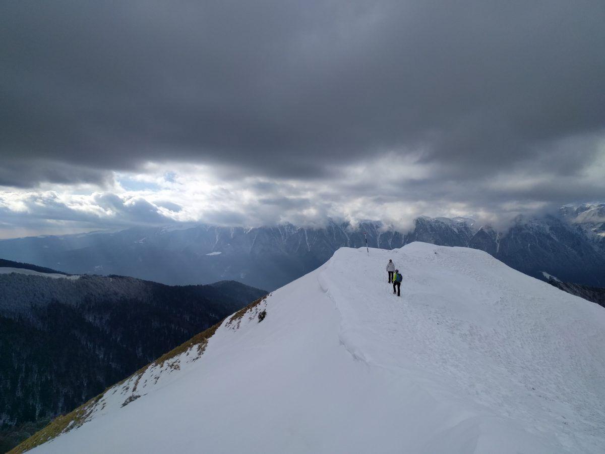 Ascending towards Cazacu Peak (1753 m)