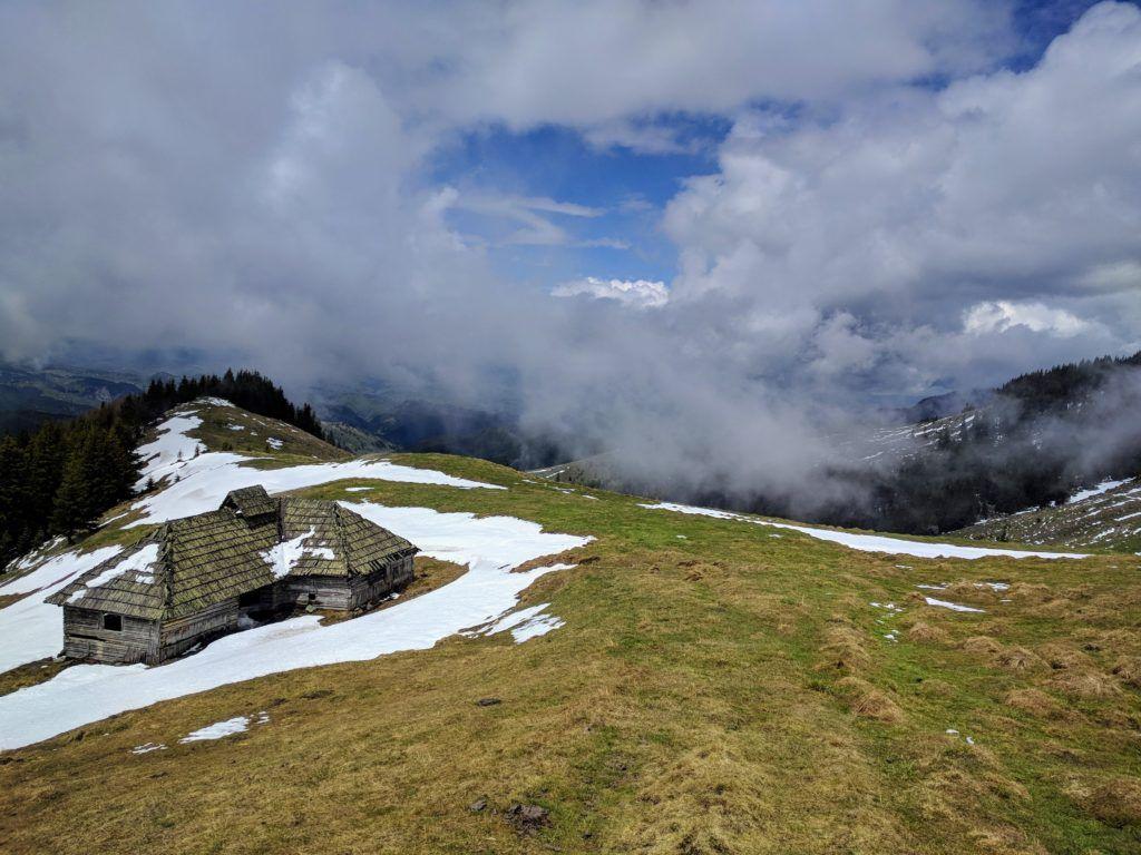 Stana din Piciorul Merezu - sheepfold