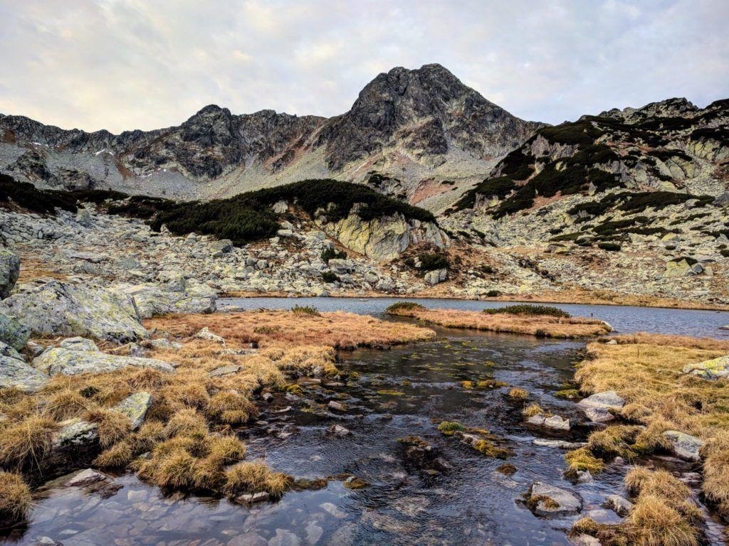 Pietrele glacial lake