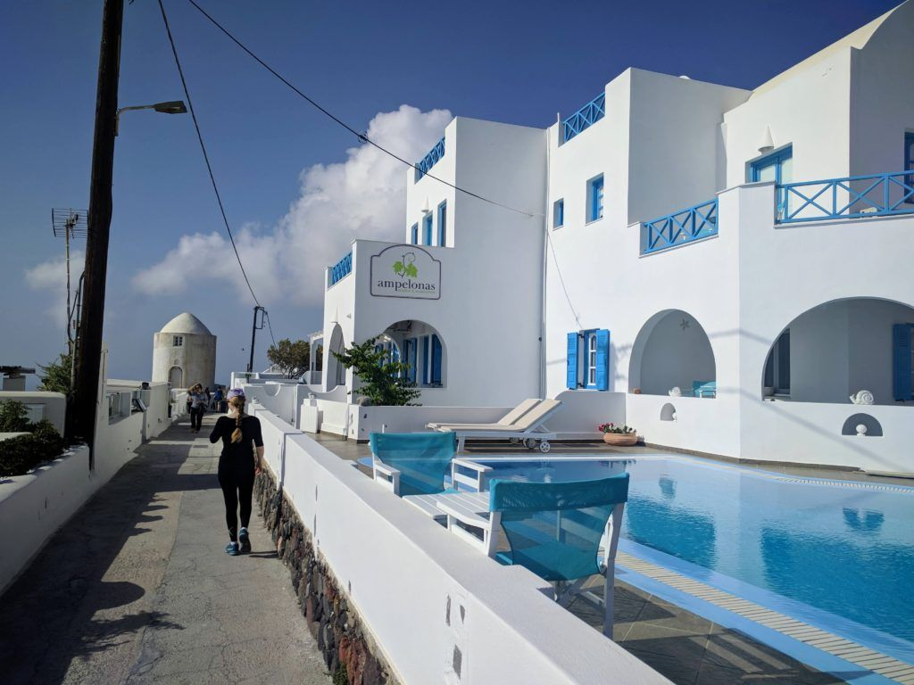 Nice hotel with pool in Imerovigli