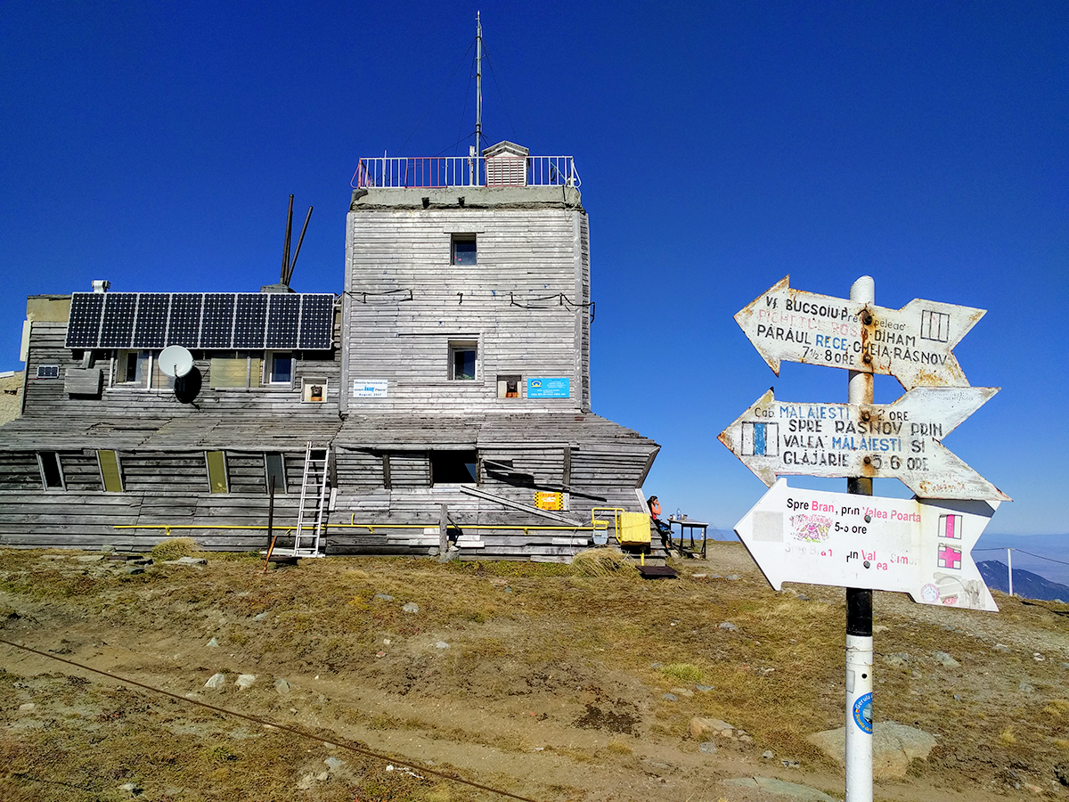 The weather station building on Omu Peak